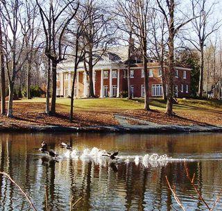 Scales House and Lake Hamilton